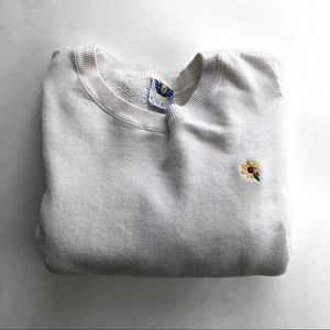 Tops - Sunflower embroidered white crew neck